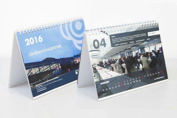 kalendarz biurkowy wroclaw drukarnia 600x400 - Produkty