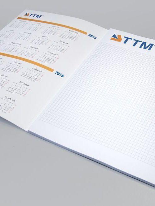 """notes z kalendarzem drukarnia 500x666 - Notesy firmowe - """"must-have"""" czy przeżytek?"""