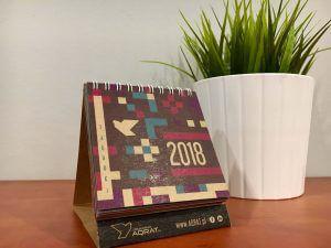 Kalendarz biurkowy piramidka na spirali mały na eko papierze