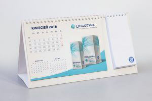 Kalendarz biurkowy piramidka spiralowany z notesem min 300x200 - Kalendarze biurkowe