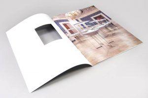 Katalog z wycinanym okienkiem
