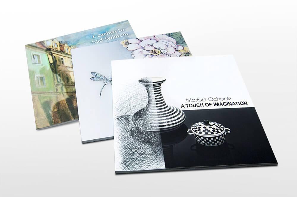 Katalog kwadratowy w oprawie miekkiej klejonej softtouch  - Bardzo intrygujący kolor