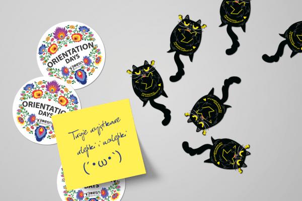 Naklejki okragle z motywem ludowym i naklejki w ksztalcie kota