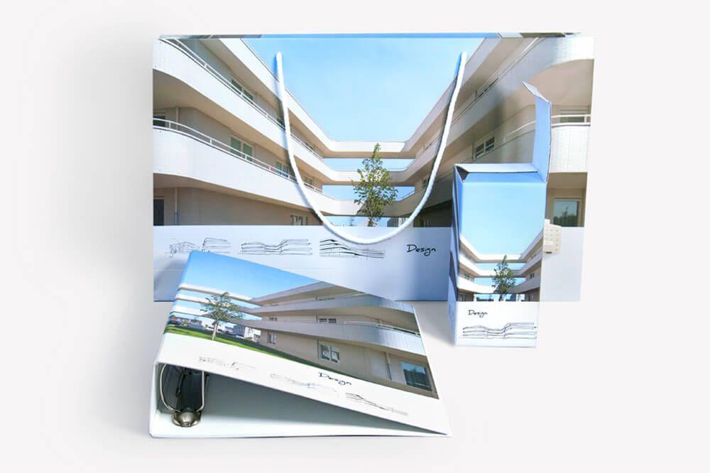 Komplet materialow reklamowych torba papierowa segregator i opakowanie na kubek termiczny z jednolitym nadrukiem