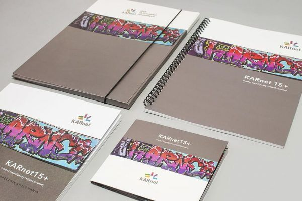 Teczka z gumka katalog notes firmowy na spirali papier offset 300g 600x400 - Strona Główna