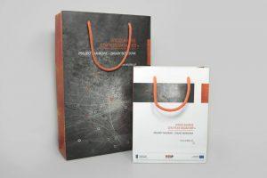 Torby papierowe z nadrukiem eleganckie matowe pomara�czowe uchwyty.png 300x200 - Torby papierowe